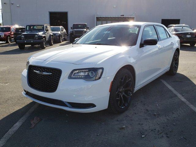 New 2019 CHRYSLER 300 Touring RWD