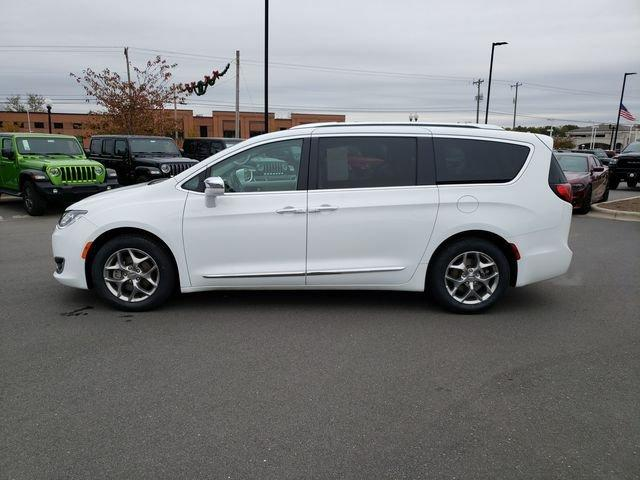 Pre-Owned 2018 Chrysler Pacifica Limited FWD