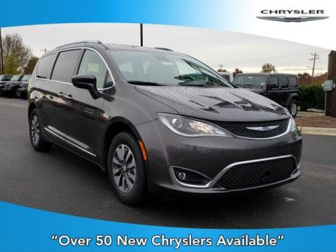 New 2020 CHRYSLER Pacifica Touring L Plus FWD With Navigation