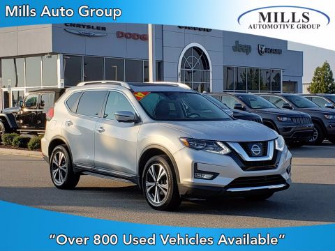 Pre-Owned 2017 Nissan Rogue SL With Navigation & AWD